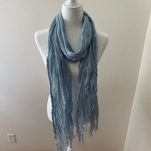Eskandar 100% Linen crinkle scarf in Light blue